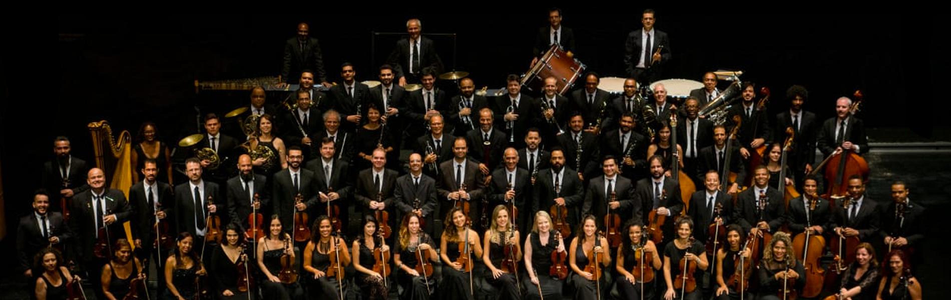 músicos da orquestra sinfônica nacional da UFF no palco