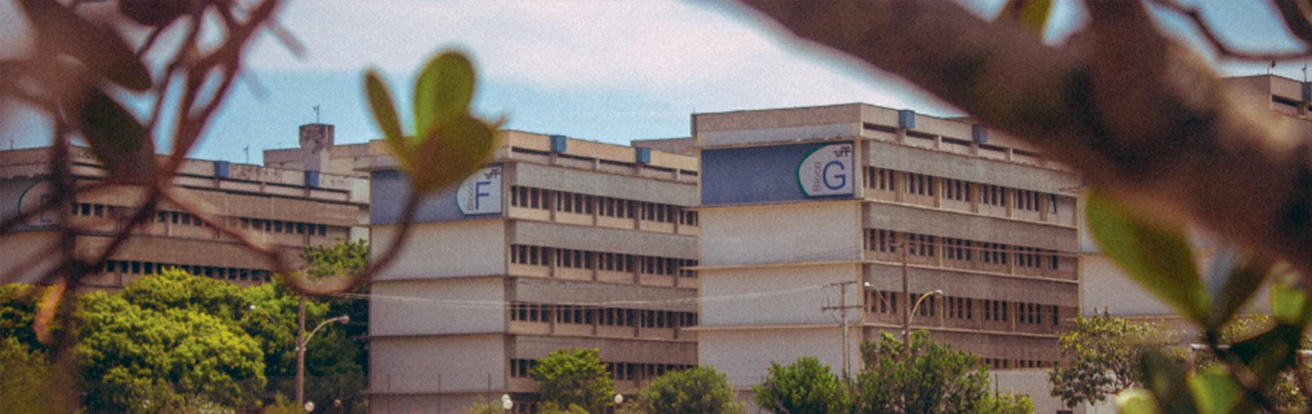 Foto de prédio localizado no Campus do Gragoatá da UFF