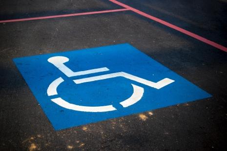 Sinalização de vaga para cadeirantes