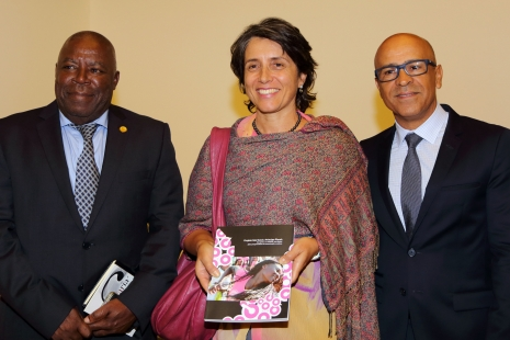 Os reitores Aires Bruzaca e Sidney Mello com a ministra Andrea Watson