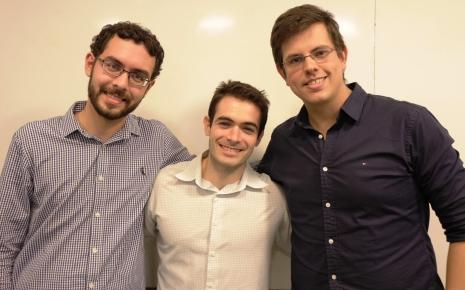 Os ex-alunos Pedro Gemal Lanzieri, Bruno Lagoeiro e Eduardo Moura são os criadores do app médico Whitebook.