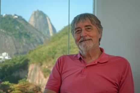 O professor Michael Stanton foi um dos responsáveis por trazer a internet ao Brasil