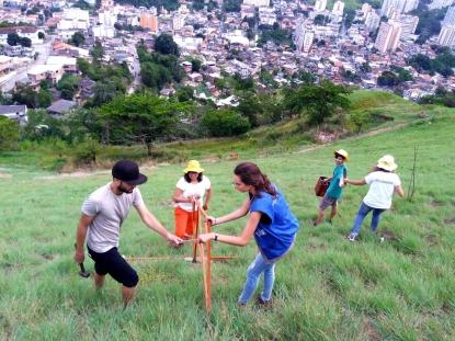 A melhoria da qualidade de vida e a conscientização dos moradores da região também são objetivos do projeto.