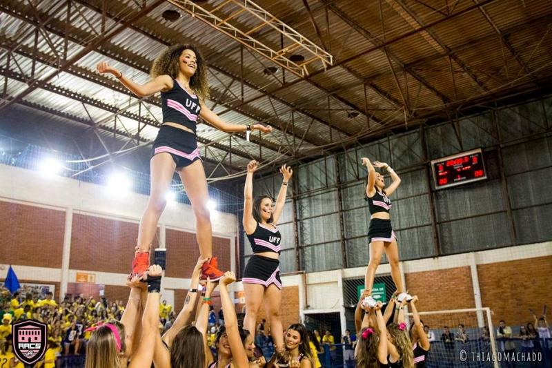 Cheerleaders da Atlética de Artes e Comunicação Social da UFF Foto: Thiago Machado