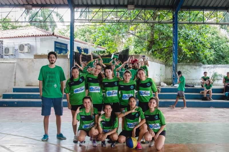 Equipe de basquete feminino da Atlética de Química da UFF Foto: Divulgação