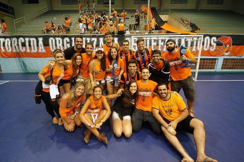 Delegação da Atlética de Direito da UFF nos Jogos Universitários de Cabo Frio Foto: Divulgação