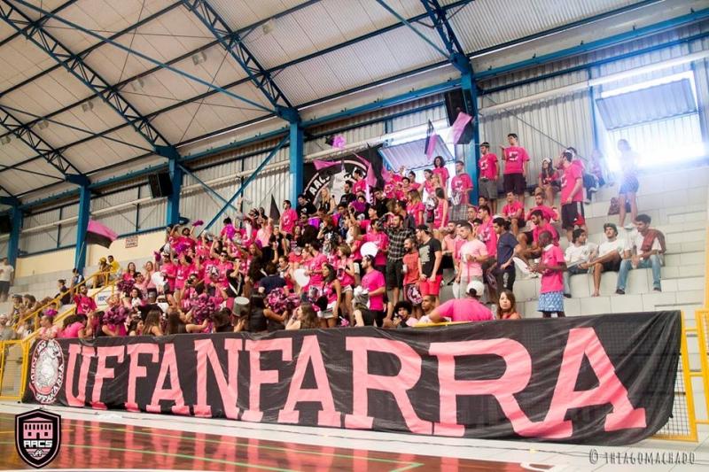 Torcida UFFanfarra, da Atlética de Artes e Comunicação Social Foto: Thiago Machado