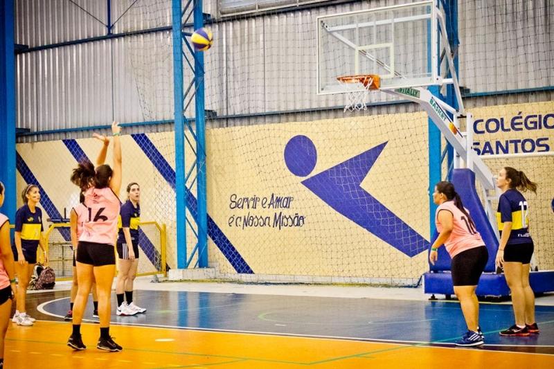 Jogo de basquete entre Comunicação Social e Economia da UFF Foto: Thiago Machado