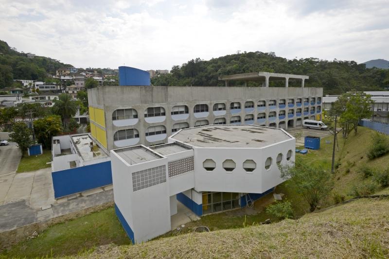 Prédio principal do campus e anexo para instalação da empresa júnior