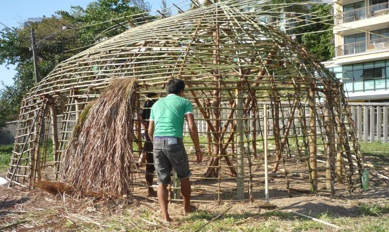 Construção da oca xinguana - Foto: Divulgação