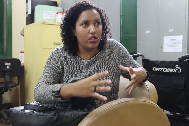 A aluna de Serviço Social, Francielle Gonçalves, falou da responsabilidade da tarefa Foto: Gabriella Balestrero