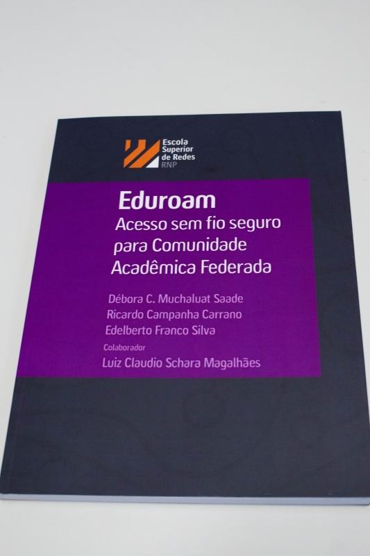 O livro facilita o acesso ao sistema Foto: Paula Fernandes