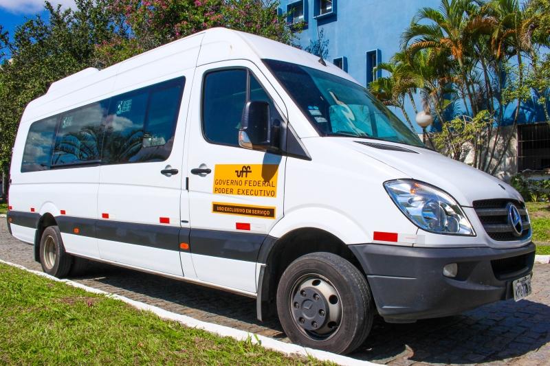 Van que transporta professores e servidores da UFF Foto: Paula Fernandes