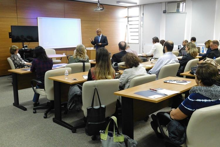 Abertura do evento com o Reitor da UFF, Prof. Sidney Mello.