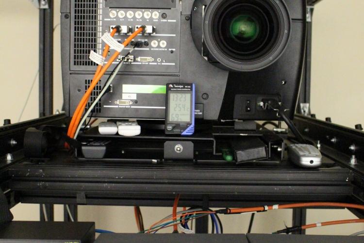 Segundo Arthur, tecnologia o projetor é do que há de mais moderno em universidades brasileiras
