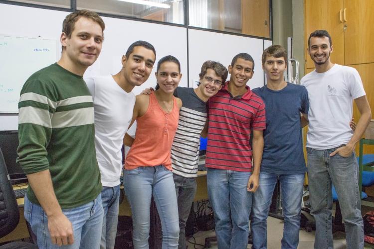 Alunos da UFF participantes do projeto