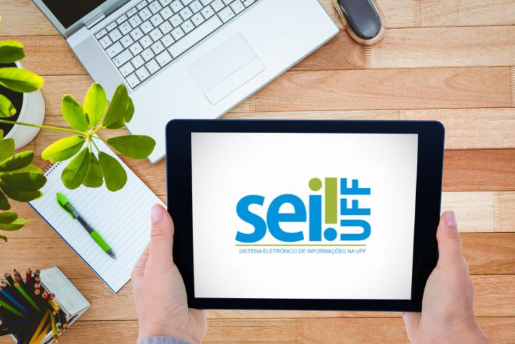 imagem: tablet sobre mesa com a logo do SEI