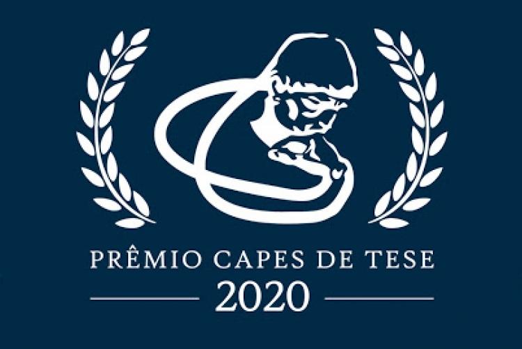 Imagem de fundo azul, com o logotipo do prêmio capes de tese 2020