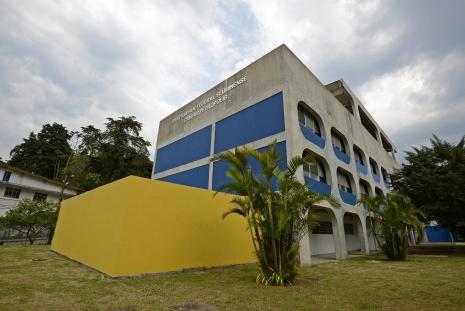 Fachada do Campus de Petrópolis