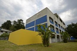 Fachada da Escola de Engenharia de Produção em Petrópolis.