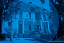 imagem da faculdade de arquitetura da UFF em Niterói, sob filtro azul.