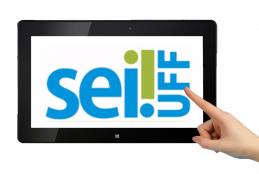 Tablet com a logo do Sei na UFF