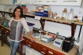 Professora Silvia Maria Cavalcanti no Laboratório de Microbiologia da UFF Foto: Sérgio R. Borsoi Júnior