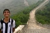 Pedro na Muralha da China, que tem mais de 21 mil km de extensão