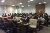 Estudantes de Graduação e Pós-Graduação em palestra de Margaret Everett, da Portland State University.
