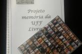 encadernação das transcrições ao fundo  e dvd em cima da encadernação