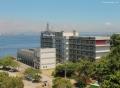 Campus da Praia Vermelha Visto de cima e de lado, com o mar aparecendo atrás