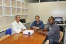 Equipe da Escola de Governança e do Observatório durante reunião