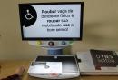 A Lupa Eletrônica permite que alunos com perda visual leiam com mais facilidade
