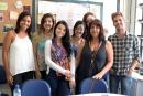 A professora Maria Lídia Arraes Alencar e seu grupo de estagiários Foto: Guilherme Cunha