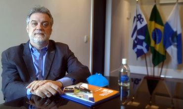 Foto do reitor da UFF Antonio Claudio da Nóbrega