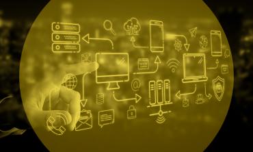 Dedo apontando para vários ícones relacionados a tecnologia da informação