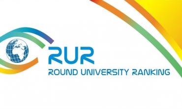 Imagem de fundo branco com a logo do prêmio  RUR World University Ranking